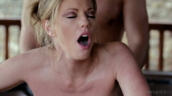 Blond Dirne Holly Kiss fornicates in der Phantasie Whirlpool - Pornofilme kostenlos
