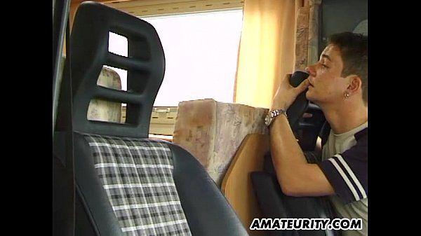 Amateur Freundin flotter Dreier in einem Wohnmobil - Pornofilme kostenlos