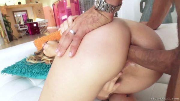 Fantastische blonde mit saftigen Hintern will hardcore anal sex - Pornofilme kostenlos