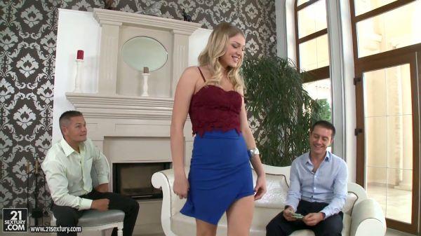 Blonde Zauberin Lucy Heart öffnet Ihre Löcher für die Doppel-penetration - Pornofilme kostenlos