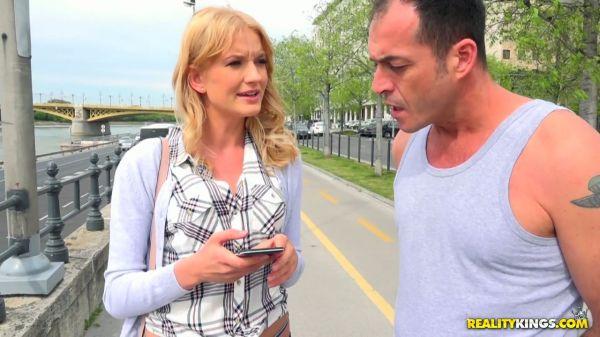 Schöne blonde Mädchen auf der Straße abgeholt quickie auf cam - Pornofilme kostenlos