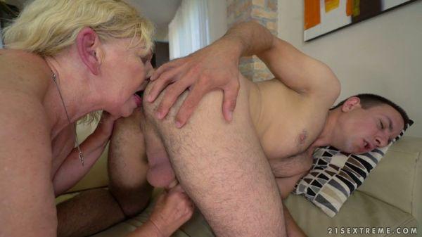 Hässlich und schlaff BBW Oma Irene verwöhnt Ihre Behaarte Fotze für junge Hahn - Pornofilme kostenlo