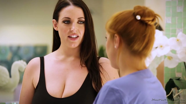 Australian Nymphomanin Angela White genießt, leckte durch Masseurin - Pornofilme kostenlos