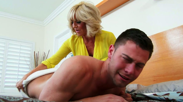 Lüsternen blond Reife Tara Holiday gibt massage zu Seth Gamble - Pornofilme kostenlos