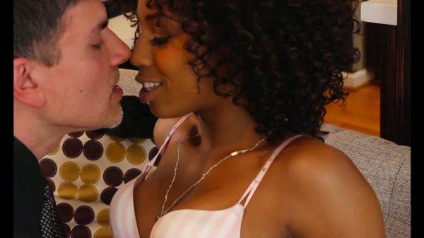 Atemberaubenden Ebenholz Schönheit Misty Stone fickt einen geilen Kerl - Pornofilme kostenlos
