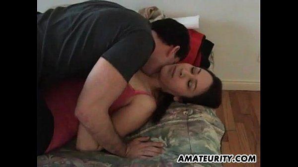 Amateur Freundin mit großen Titten saugt und fickt - Pornofilme kostenlos