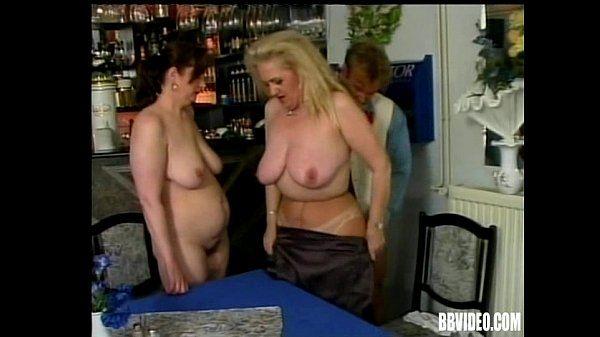 Zwei Reifen Schlampen teilen einen großen Schwanz - Pornofilme kostenlos